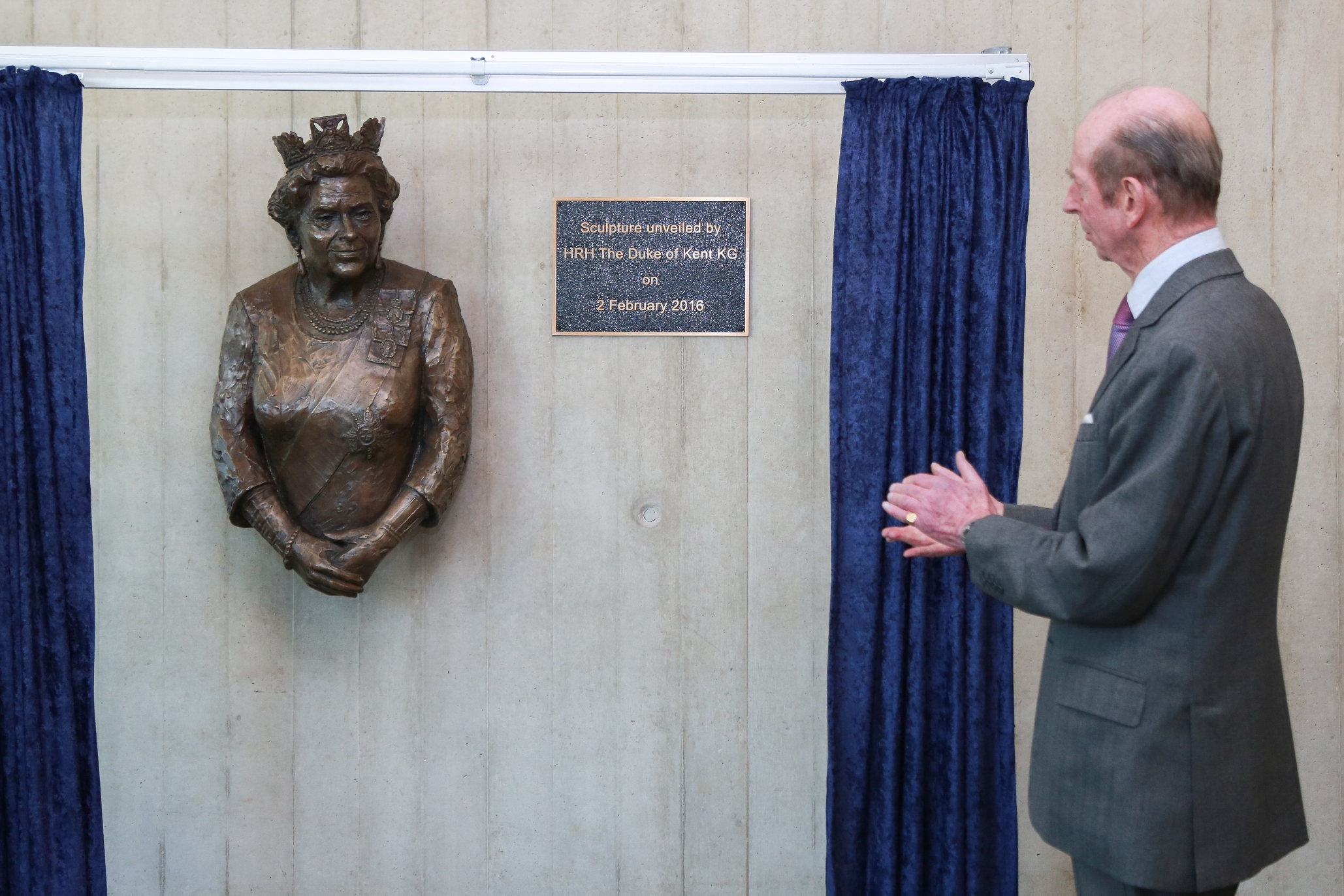 Hrh the duke of kent unveils the statue of her majesty the queen at the forum southend on sea