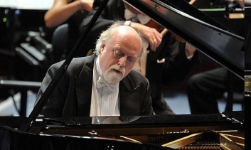 Peter Donohoe playing piano