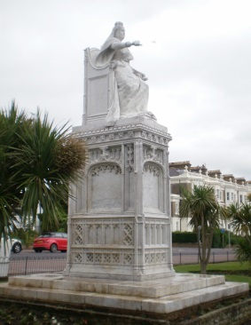 Photo of Queen Victoria's statue after it was cleaned