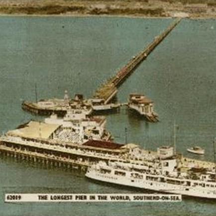 Old grainy photograph of HMS Leigh.